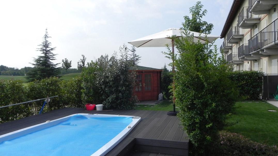 Giardino villa golf vista piscina