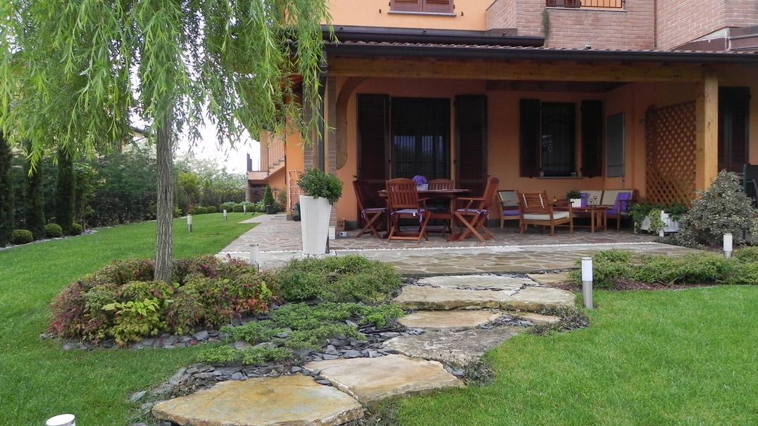 Giardino villa in campagna fronte a lavori terminati