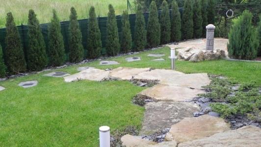 Giardino villa in campagna vialetto