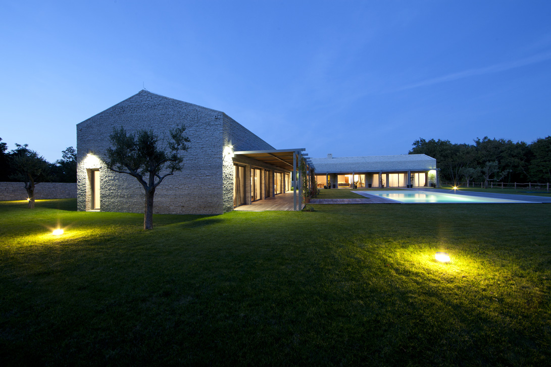 Villa di lusso con piscina vista notte