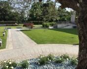 Villa Alari, prato e viale